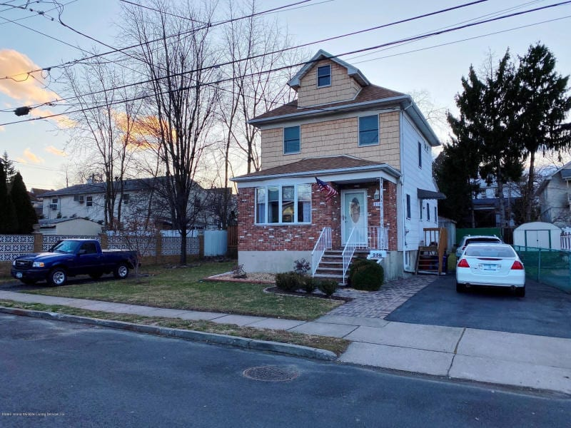 Detached Colonial Home in Westerleigh